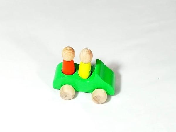 Extrokids Wooden 1 Car With 2 Peg Doll Set Toy - EKT1923